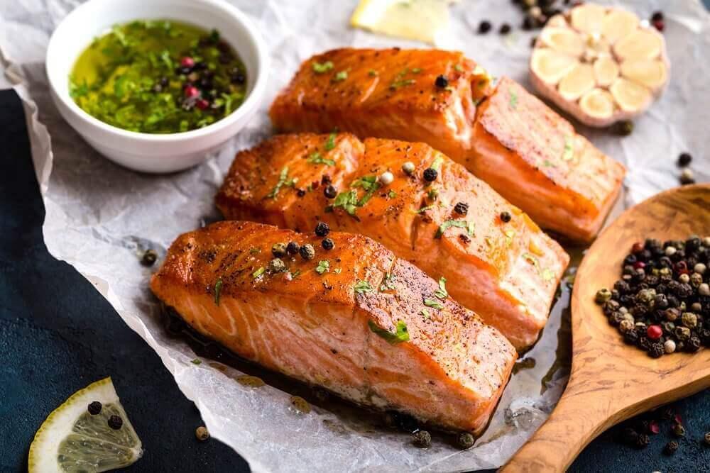 herkullisia kalareseptejä: lohta mustapippurilla