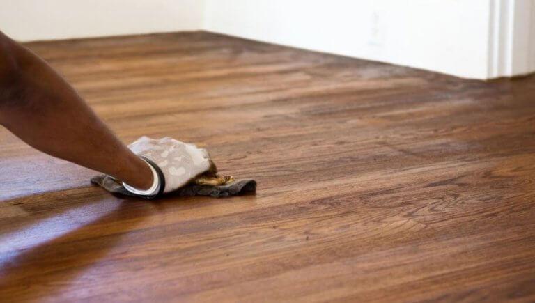 Kuinka poistaa naarmut lattiasta helposti