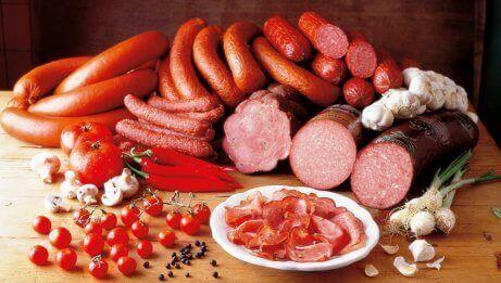 vältä prosessoitua lihaa illalla
