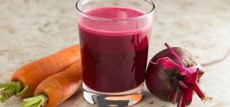 kotihoitokeino anemiaan: porkkana ja punajuuri
