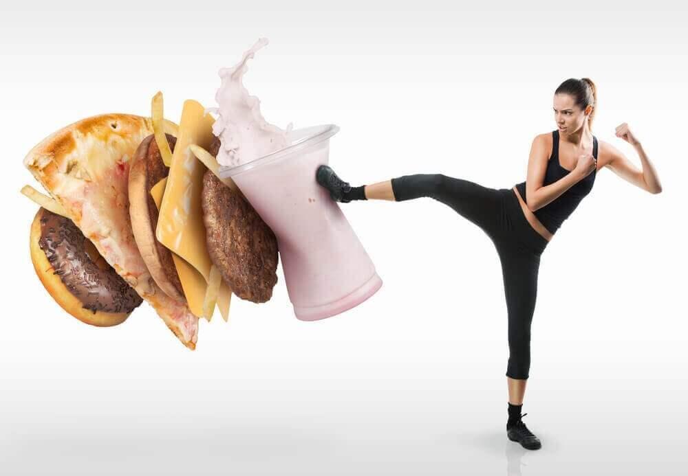 Kokeile näitä keinoja harhauttaaksesi ruoanhimoa
