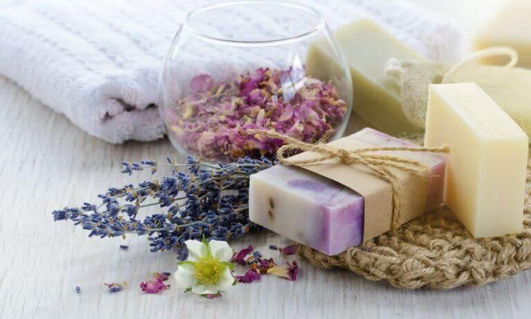 Kolme kotitekoista saippuaohjetta