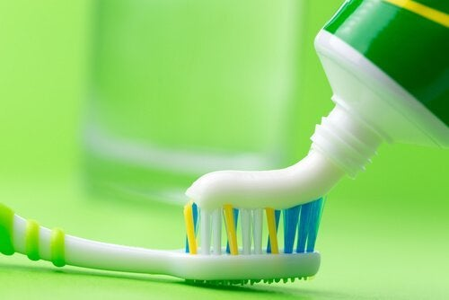 silitysraudan puhdistus hammastahnalla
