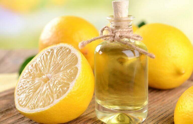 2 tapaa valmistaa eteeristä sitruunaöljyä