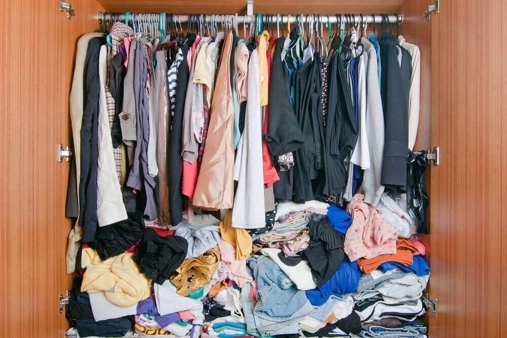 Voit säilyttää vaatteita vaatekaapin lisäksi muillakin tavoilla.