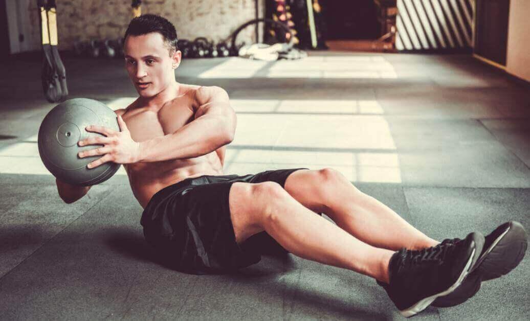 Saadaksesi vahvat vatsalihakset, myös vinoja vatsalihaksia tulee treenata.