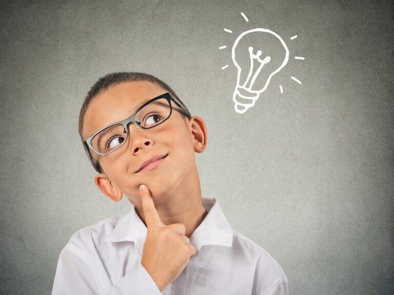 Lapsen erityislahjakkuuden piirre tulee ilmi viiden-kuuden ikävuoden aikana.