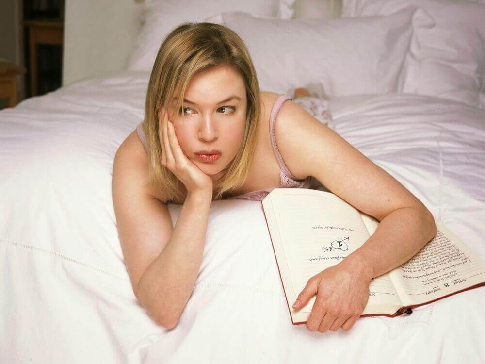 Bridget Jones tekee muistiharjoitusta lukemalla kirjaa
