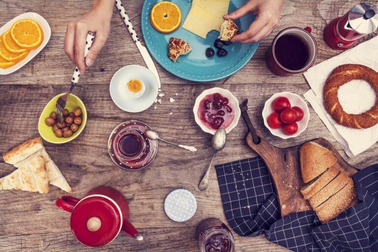 Nauti terveellinen aamiainen elimistön alkalisoimiseksi.