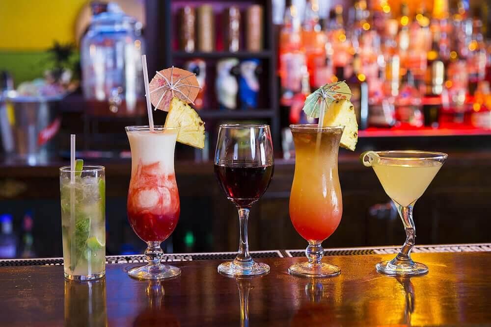 mahalaukkua ärsyttävät juomat: drinkit