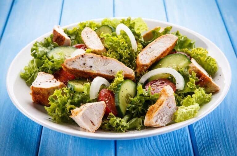 nauti artisokkadieetillä terveellistä salaattia