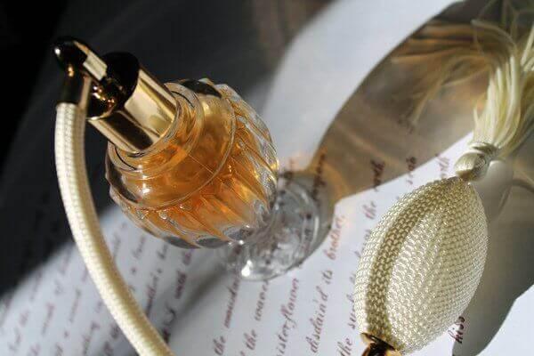 4 asiaa, joita vanhoilla hajuvesipulloilla voi tehdä