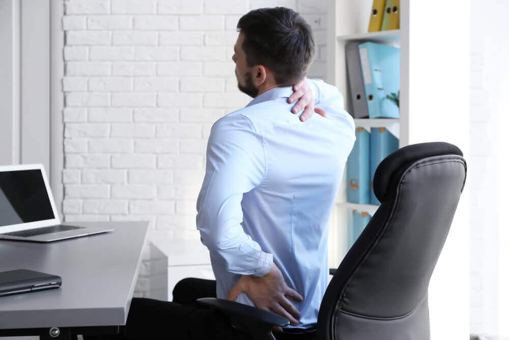 hoida pois selän rasvamuhkurat pitämällä hyvä ryhti