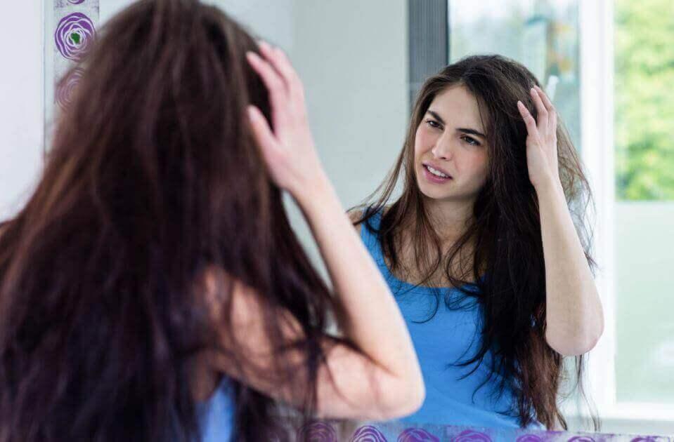 Luonnollisia konsteja hiusten kähertymisen ehkäisemiseksi