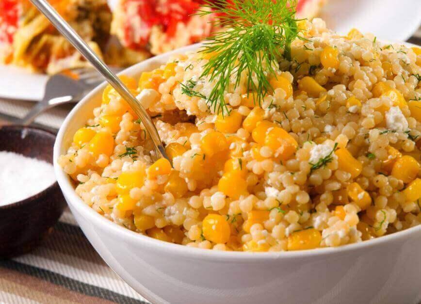 kvinoasalaatti maissilla