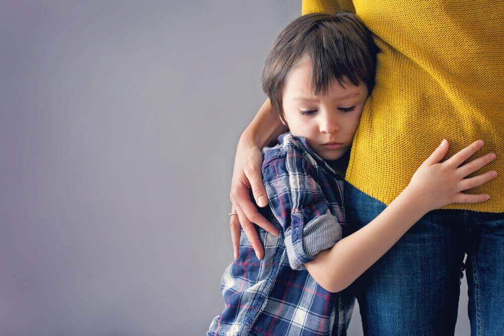 poika halaa äitiään