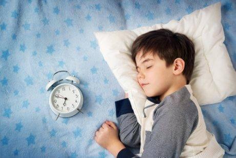 Kun lapsi saa tarpeeksi unta, hänen energiatasonsa ovat kohdillaan.