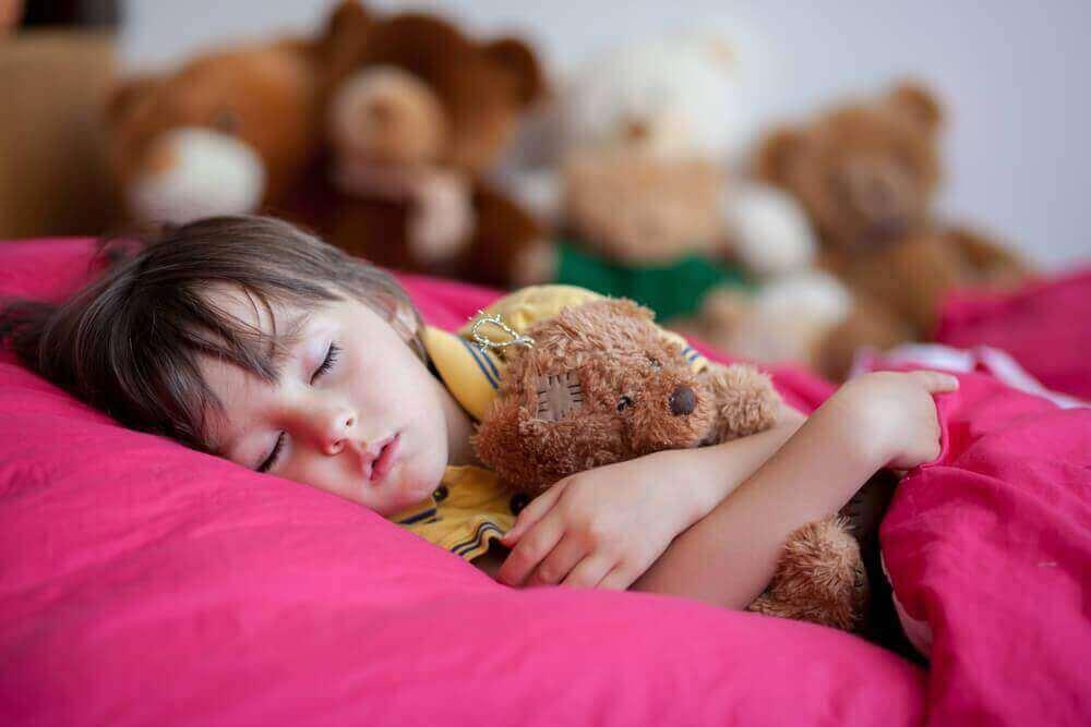 Neljä syytä, miksi myöhäinen nukkumaanmeno on haitaksi lapsille