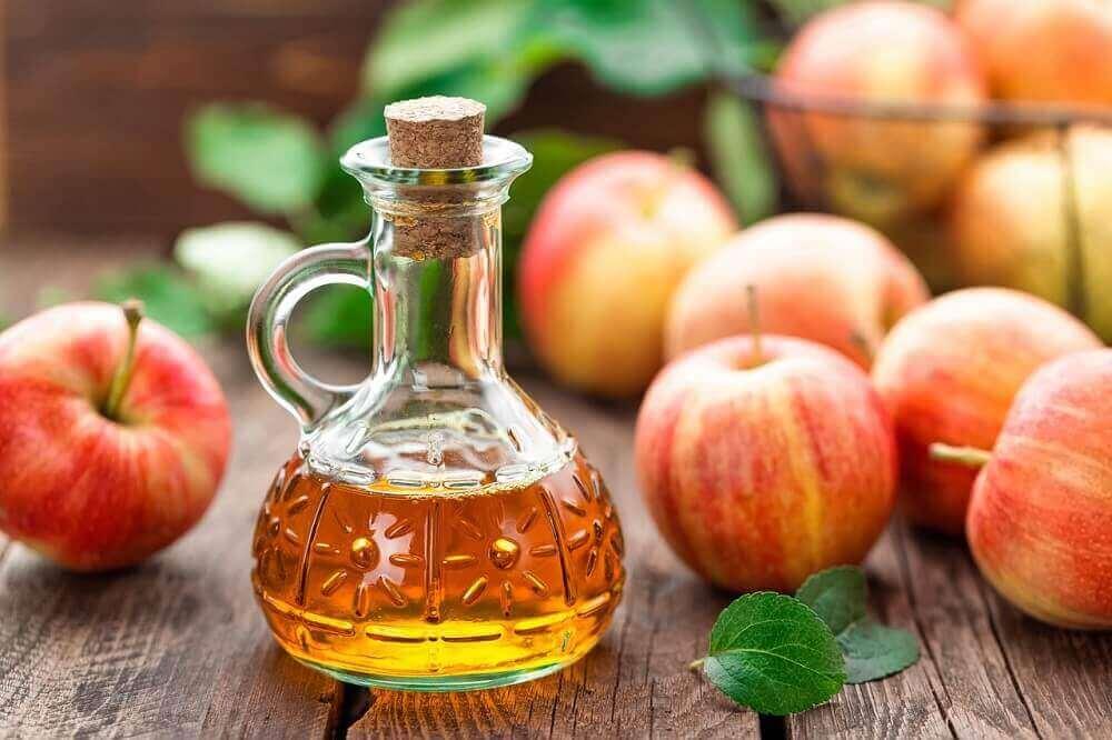 omenaviinietikka hiusvärin poistamiseksi