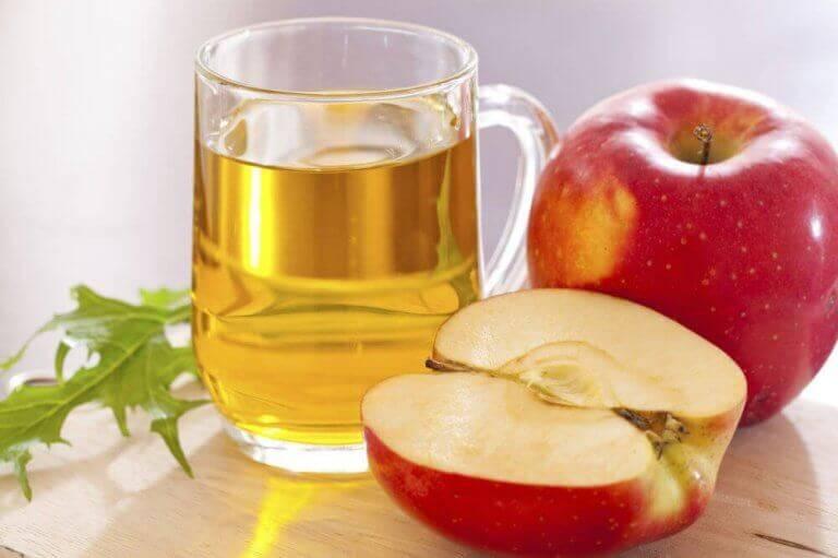 omenaviinietikkaa ja omena