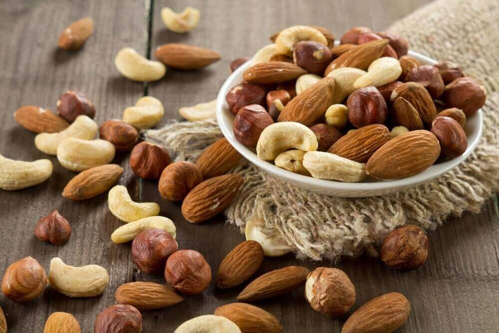 vinkit vatsarasvan polttamiseen: syö pähkinöitä
