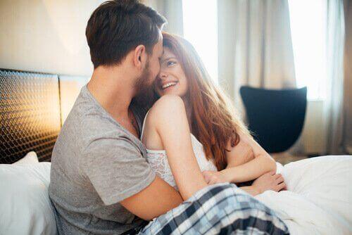 Seksielämäsi parantamiseksi kannattaa lisätä romantiikkaa arkeesi.