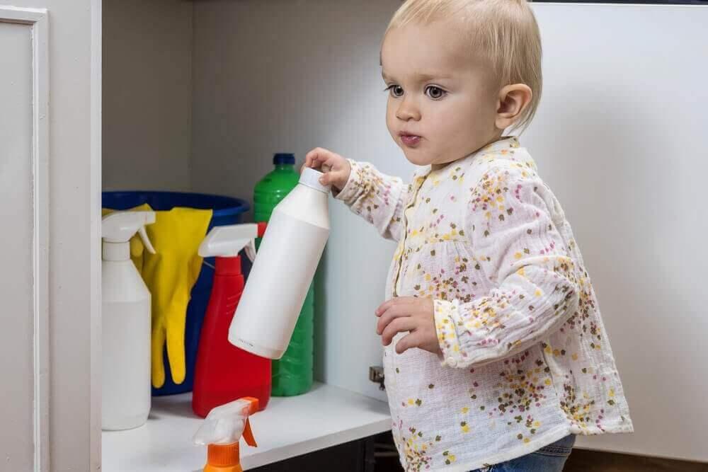 jos lapsesi juo valkaisuainetta, soita heti hätänumeroon
