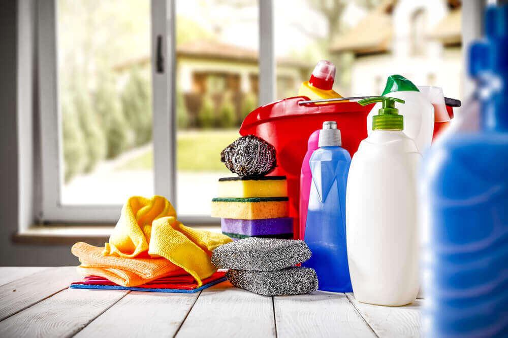 puhdistusaineet ovat myrkyllisiä - älä anna lapsesi juoda valkaisuainetta