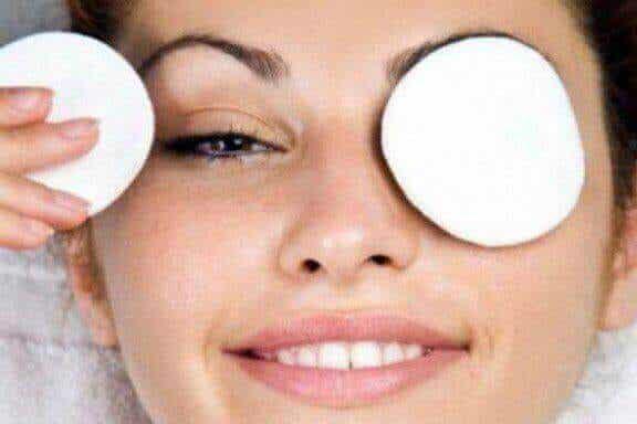 Häivytä tummat renkaat silmien alta luonnollisesti