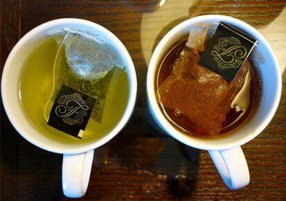 vihreä ja musta tee