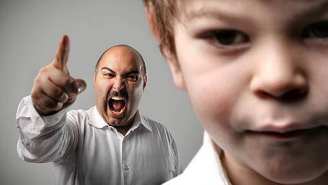 Poissaolevien vanhempien tunnusmerkkejä - vanhempi ei tunne lastaan ja tämän tarpeita.