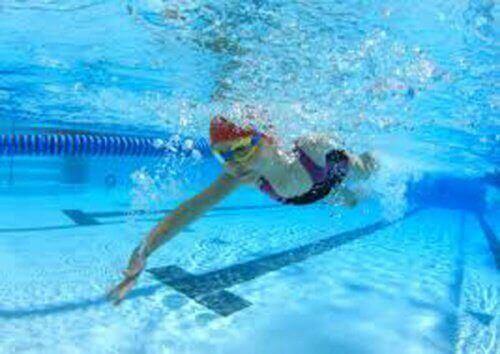 kokeile tätä hyvää tapaa pudottaa painoa: uinti