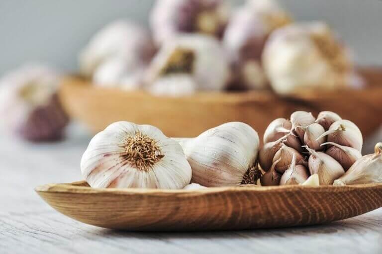syö valkosipulia korkean verenpaineen hallitsemiseksi