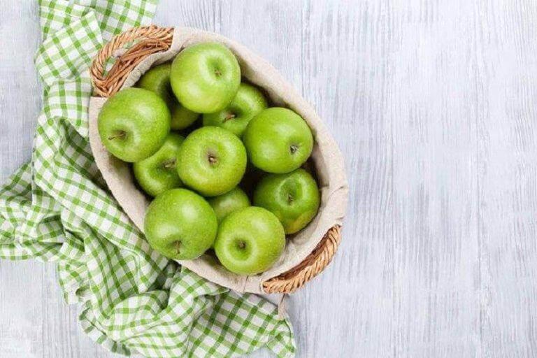 Vihreät omenat sopivat hyvin suolen puhdistukseen.