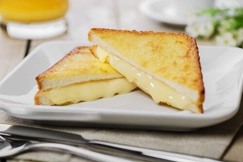 Monte Cristo -voileipä on peräisin Yhdysvalloista, jossa se valmistettiin ranskalaisesta reseptistä.