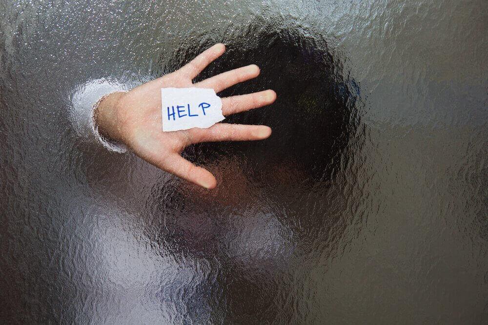 pyytää apua