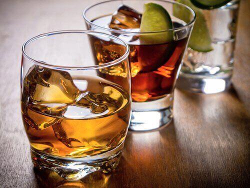 Maksalle haitallisia ruokia: alkoholi