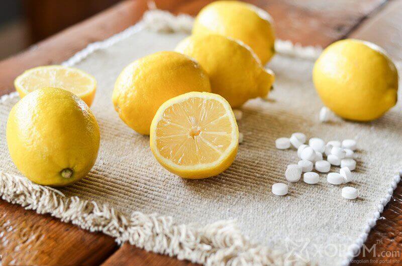 Hoito vaivasenluihin ja känsiin: aspiriini ja sitruuna.