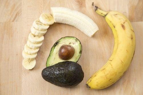 koita luontaishoitoa rakkuloihin: banaani ja avokado