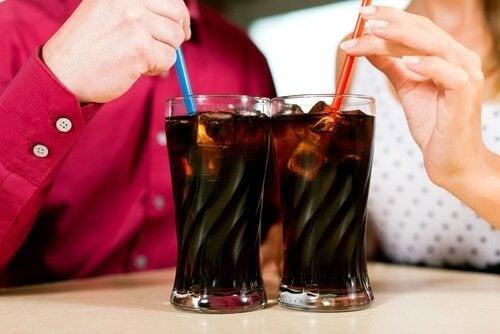 vatsakipu ja vältettävät ruoat: virvoitusjuomat
