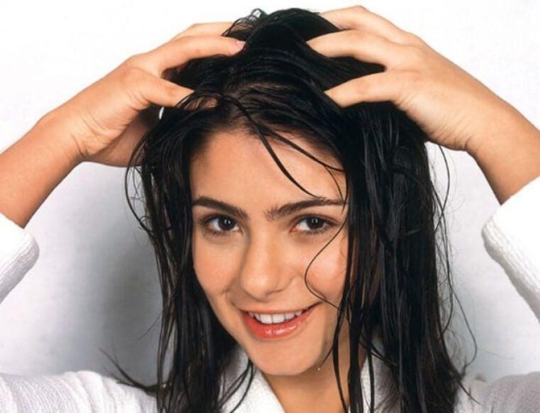 luonnollinen hiustenhoito: pese hiukset oikein