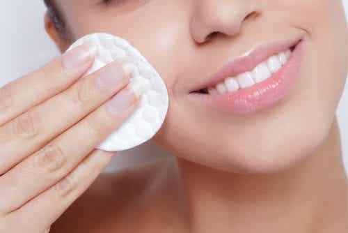 4 helppoa tapaa huolehtia ihon kosteutuksesta