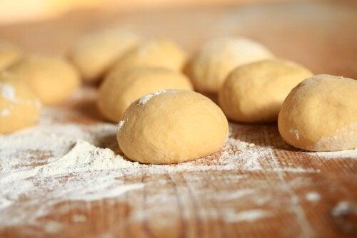 Maksalle haitallisia ruokia: valkoiset jauhot