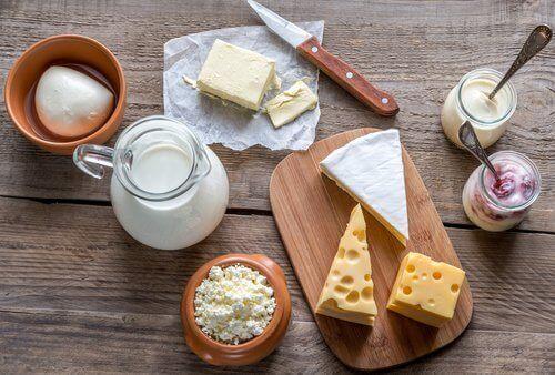 vatsakipu ja vältettävät ruoat: maitotuotteet