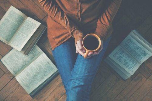 kahvia ja kirjoja