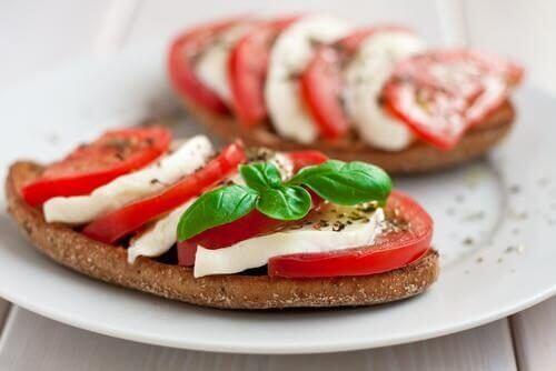 opi yhdistämään ruokia: leipä ja juusto