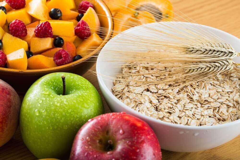 Aamupalalla kannattaa valita kuitupitoisia ruokia.