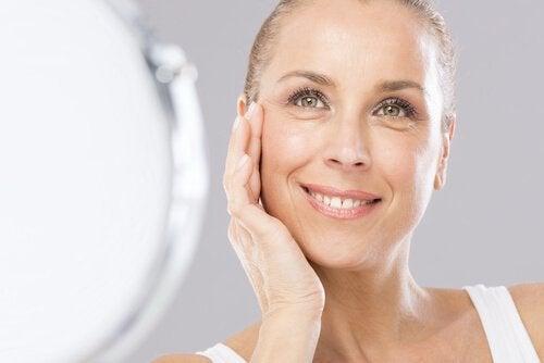 parhaat kuorinta-aineet iäkkäämmälle iholle