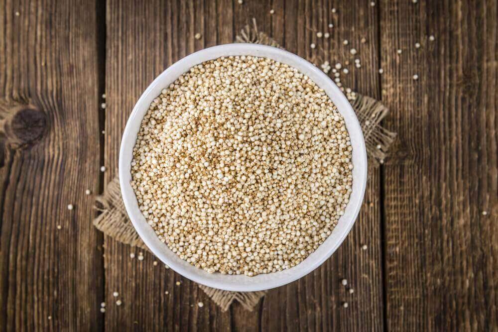 Kvinoasta valmistuvat kvinoa-kikhernepyörykät ovat loistava vaihtoehto perinteisille lihapullille.