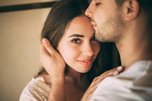 Kuinka saavuttaa todellinen läheisyys parisuhteessa?